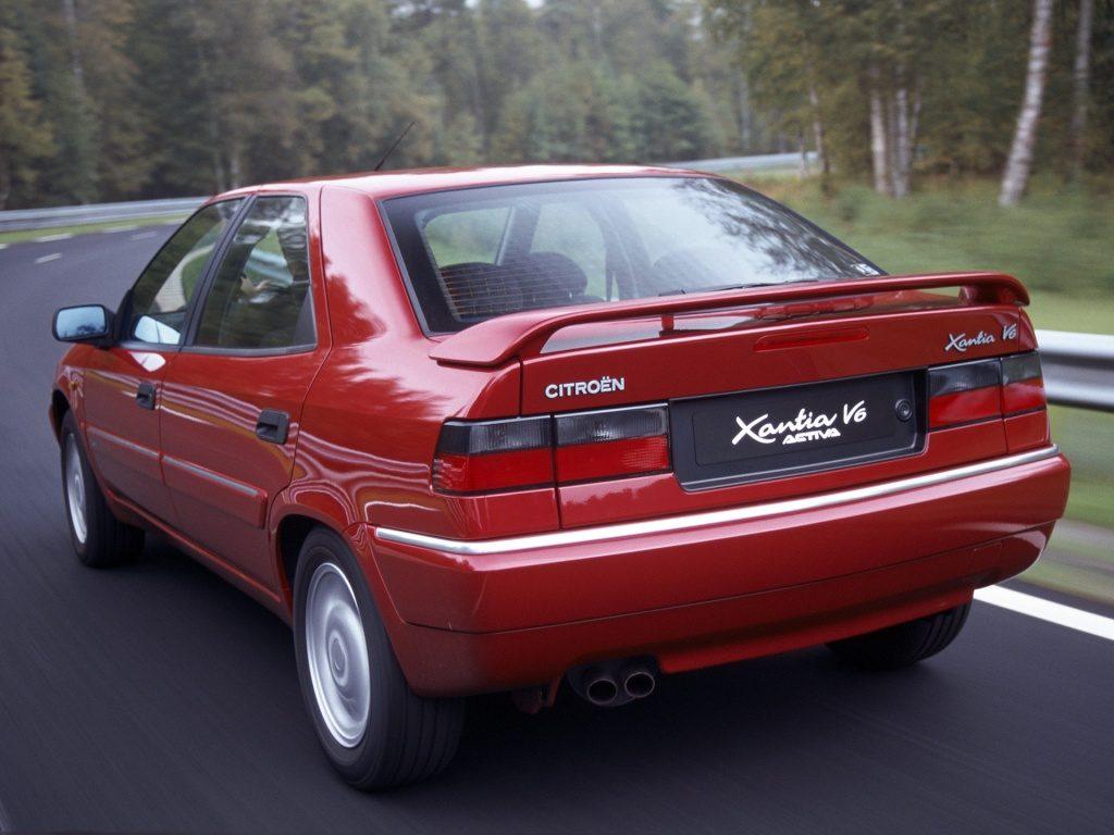 La Xantia V6, son logo et son double pot